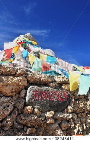 Rock and mantra flag of peak point road, 4292 msl