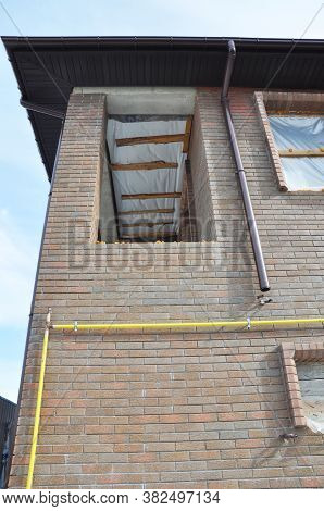 Roof Gutter Installation Mistake: The Gutter Pipe Or Downspout Is Too Close To The Wall And Cannot P