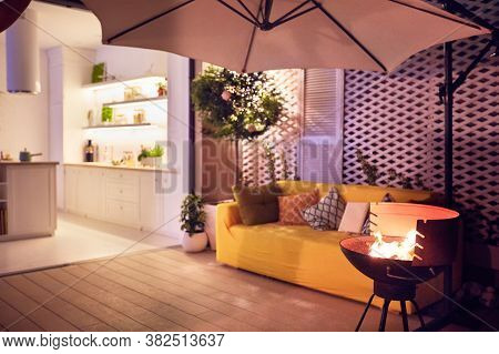 Cozy Furnished Summer Patio With Open Space Kitchen