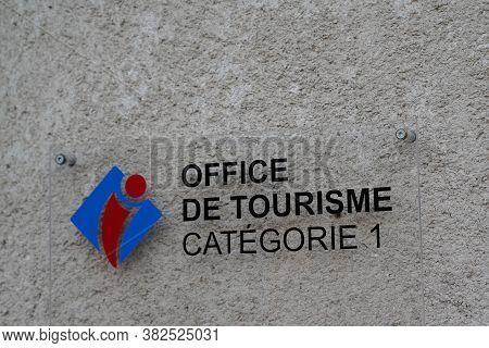Bordeaux , Aquitaine / France - 08 16 2020 : Office De Tourisme French Tourism Office Text Sign And