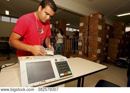 Eunapolis, Bahia / Brazil - October 3, 2010: Employee Of The Regional Electoral Court Repairs A Braz