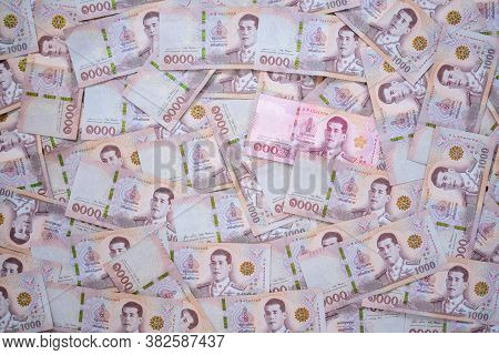 Wrong Of The 100 Baht Banknotes That Are In The 1,000 Baht Banknote. Thailand Currency ,as A Medium