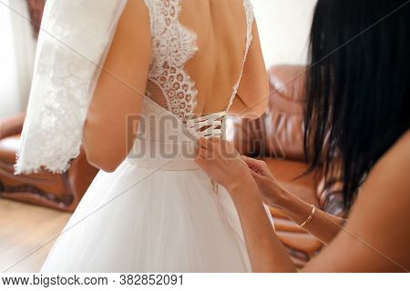 The Bride Is Wearing A Wedding Dress, The Brides Girlfriend Is Dressing A White Dress, Getting Ready