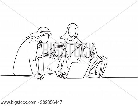 One Single Line Drawing Of Young Muslim Business Community Discussing Social Project Together. Saudi