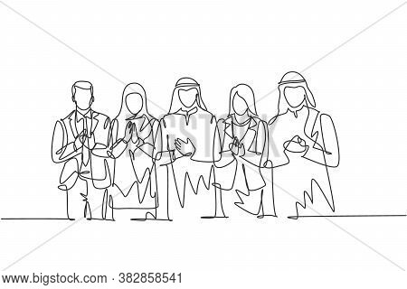 One Continuous Line Drawing Of Young Businessmen And Businesswomen Line Up Together While Clapping H