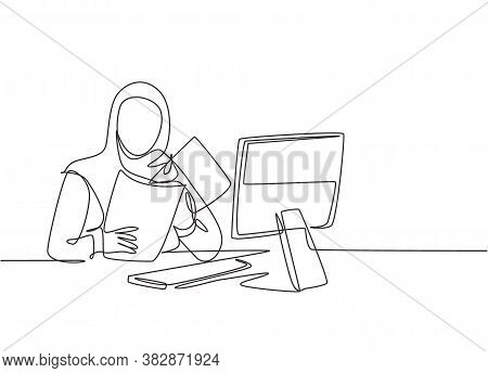 Single Continuous Line Drawing Of Young Female Muslim Businesswoman Prepare Documents For Presentati
