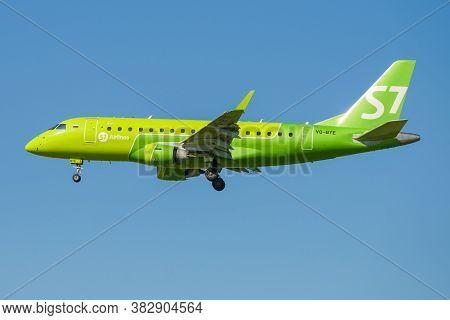 Saint Petersburg, Russia - August 08, 2020: Flying Embraer Erj-170su (vq-bye) Of S7 Airlines Against