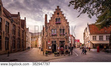 Brugge/belgium - Sept. 18 2018: Historic Brick Houses At The Corner Of Mariastraat And Heilige-geest