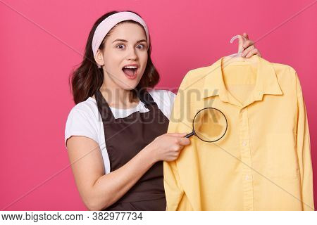 Pleasant Looking Housewife With Astonished Look, Wears White Hair Band, T Shirt And Brown Apron, Wom
