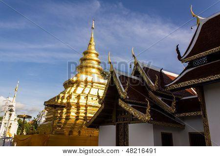 Wat Pra That Chomthong Vora Vihan , Chedi In Chiangmai Thailand