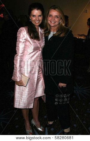 Maria Shriver and guest at the UFC'S 2007 Brass Ring Awards Dinner honoring Lynda and Stewart Resnick and Linda Daly. Beverly Hilton Hotel, Beverly Hills, CA. 04-19-07