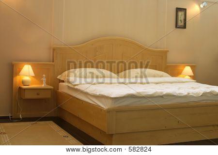 Wood Kingsize Bed