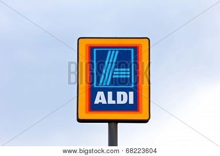 Aldi Supermarket Sign