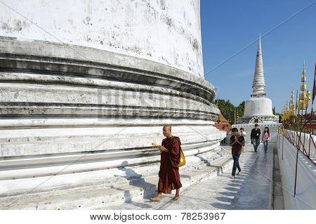 People pray at Chedi Phra Baromathat, Nakhon Sri Thammarat, Thailand.