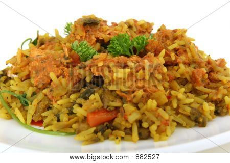 Индийская еда, курица и рис креветок