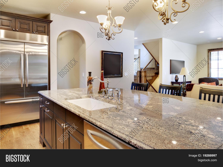Imagen y foto Cocina Con Vista (prueba gratis) | Bigstock