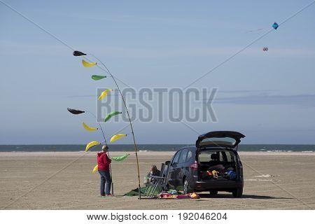 FANOE DENMARK JUNE 17 2017: Kiteflyer couple make ready for the festival on the beach. Fanoe Kite Fliers Meeting June 2017.