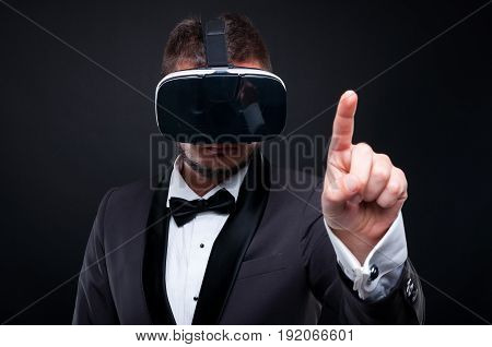 Young Exclusive Man Wearing Vr Glasses