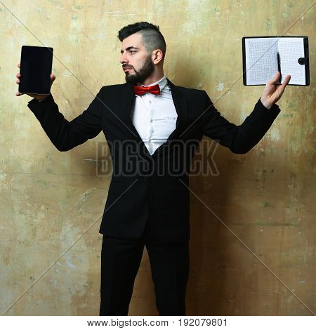 Gadget Versus Notebook