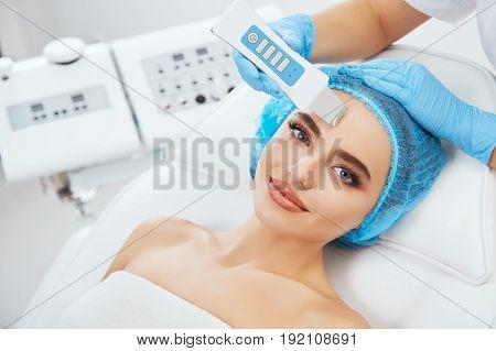 Procedure With Ultrasonic Scraber