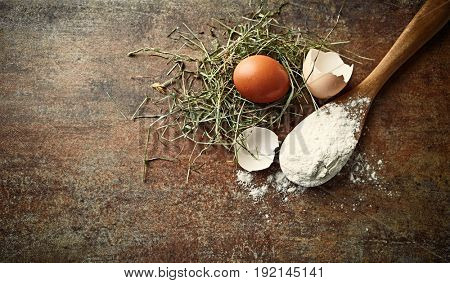 Organic Eggs and Wheat Flour for baking (symbolic image)