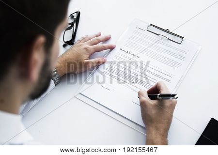 Man sing a contract deal