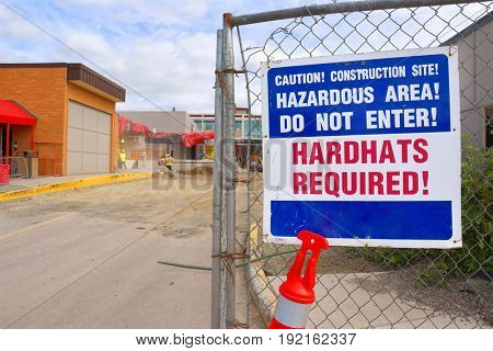 Hardhats required sign at a hospital construction site