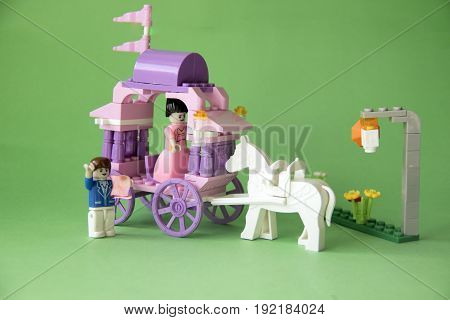 Carriage toy with horse on trailer - bad leader