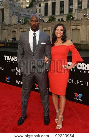 CHICAGO-JUN 20: Remi Adeleke (L) and his wife Jessica Adeleke attend the