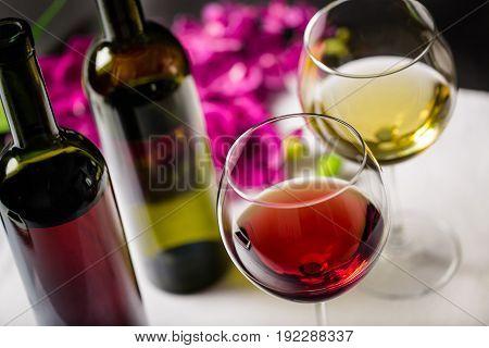 Red white glass wine two glasses glas