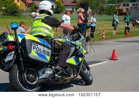 Do not live second. Preventative safety events for motorcyclists. Date of 10. 6. 2017 venue township Sloup, South Moravia, Czech Republic. Participate in this event traffic police, firefighters and paramedics. It includes tutorials, samples and techniques