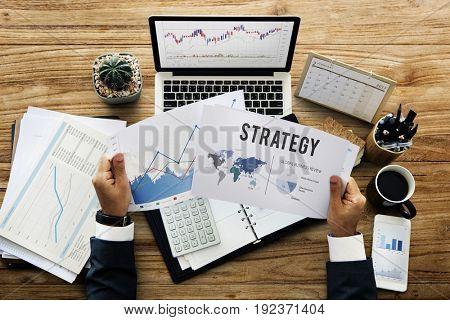 Data Management Performance Graph Concept