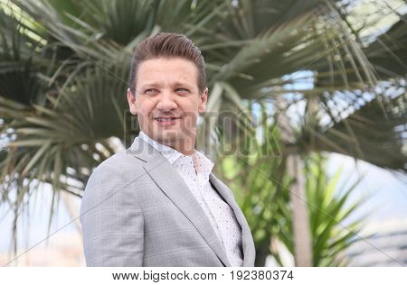 Jeremy Renner attends the 'Wind River' photocall during the 70th annual Cannes Film Festival at Palais des Festivals on May 20, 2017 in Cannes, France.