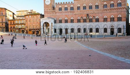 People Piazza Del Campo In Siena Cty