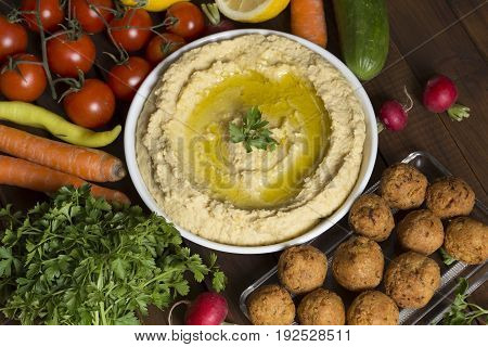 Hummus and falafel with the fresh vegetables