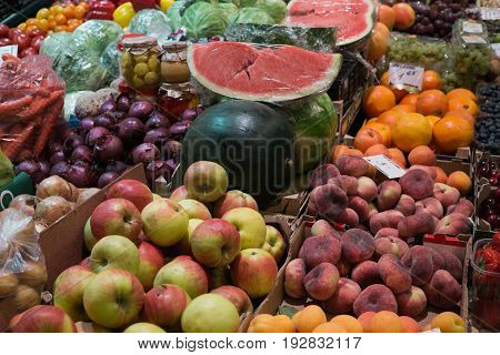 Decomposition for the sale of fresh fruit on the market.