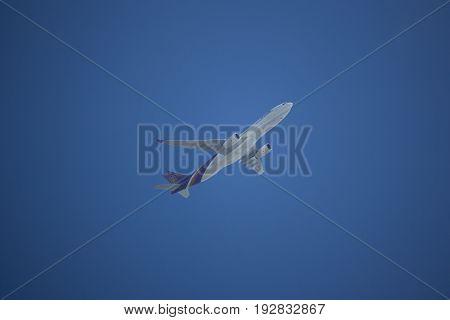 Hs-teo Airbus A330-300 Of Thaiairway Tg103.