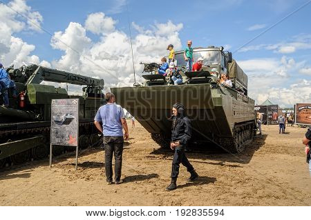 Tracked Amphibious Carrier Pts With Viewers.russia