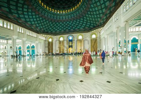 SUBANAYA - MARCH 23 2016. Interior Al-Akbar Mosque Masjid Raya in Surabaya Indonesia.
