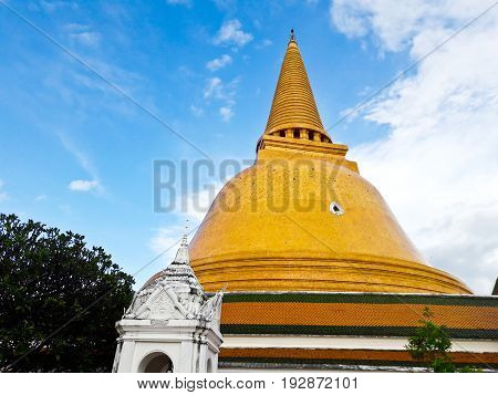Phra Pathom Chedi the tallest stupa in the world. It is located in the town of Nakhon Pathom Thailand.