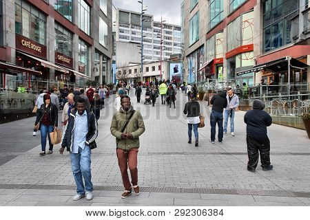 Birmingham, Uk - April 19, 2013: People Shop In Birmingham, Uk. Birmingham Is The Most Populous Brit