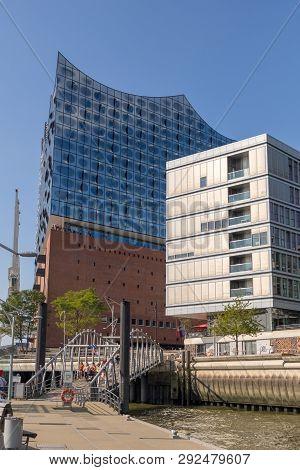 Hamburg, Germany - September 04, 2018: Hamburg Public Harbor Ferry And Elbphilharmonie In The Modern