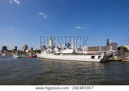 Hamburg, Germany - September 04, 2018: View At Hamburg Harbor And Hafencity On The Elbe River. Hambu