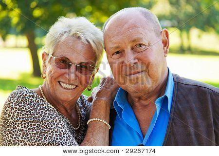 Mature Couple in Liebe Senioren. Porträts von einem Ehepaar.