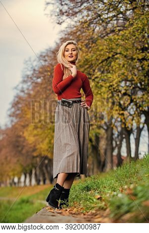 The Pleated Midi. Woman Warm Autumn Skirt Outdoor. Relax While Walking. Enjoy Casual Day. Clothing F