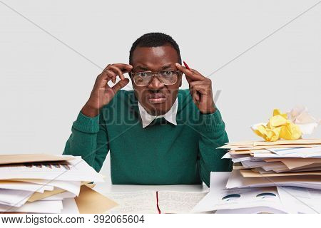 Stressful Male Boss Has Headache, Displeased Expression, Has To Pay Invoices, Has Many Bills, Studie