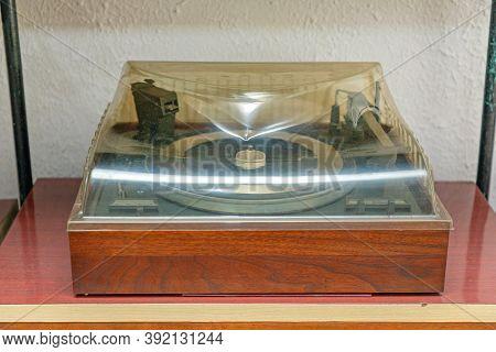Old Wood Box Turntable Gramophone Audio Equipment