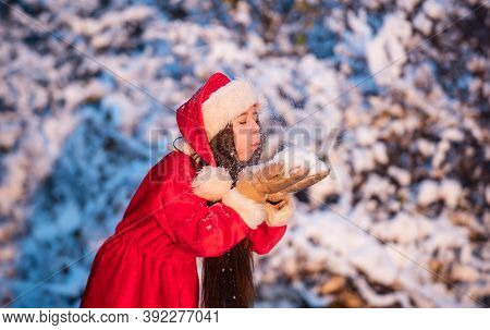 Happiness And Joy. Kid Santa Hat. Gifts From Santa. Frosty Christmas Morning. Santa Claus. Sunny Win