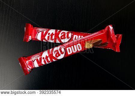Belarus, Novopolotsk - Oktober 30, 2020: Two Kit Kat Bars