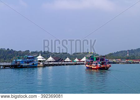 Bangbao Bay And Boat Of Traveler At Koh Chang Thailand. Koh Chang Is Located In The Eastern Gulf Of